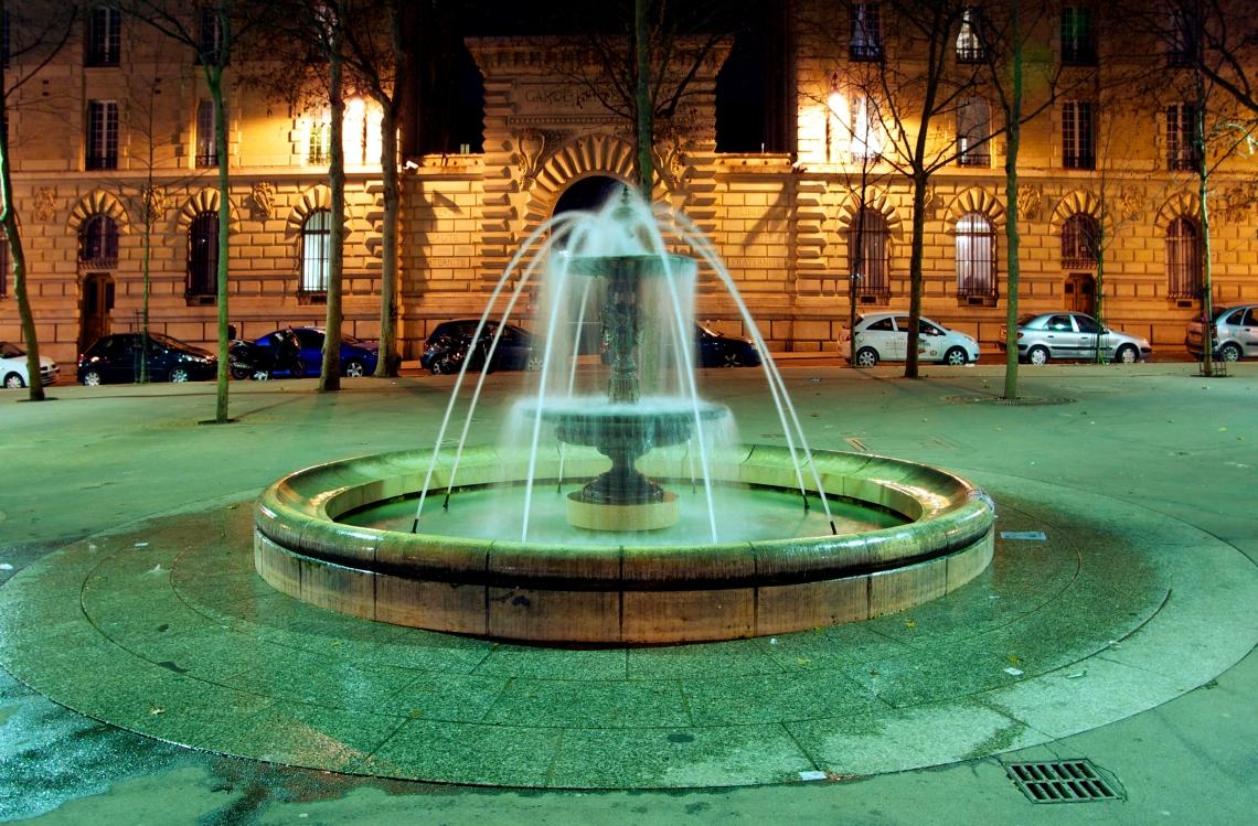 4-fontaine-nuit-place-monge